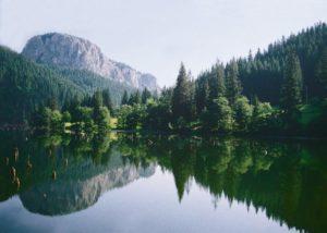 ilkos-tó - háttérben a Cohárd