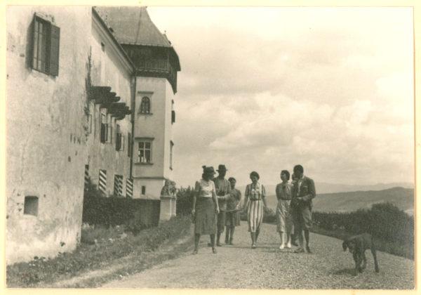 A marosvécsi várkastély és vendégei