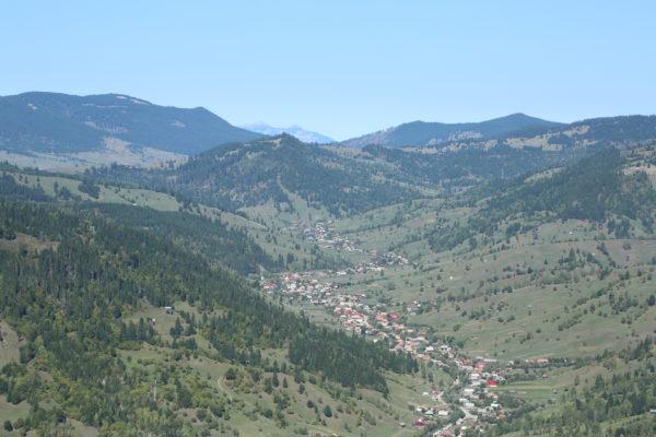 A Tatros völgye - távolban a Csalhó