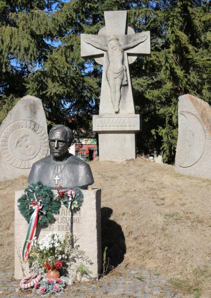 Csíkszentdomokos, Márton Áron emlékmű