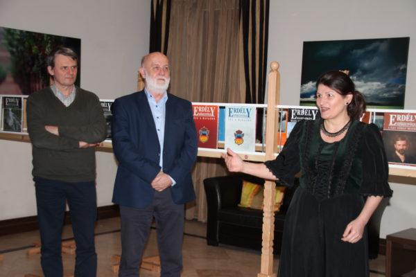 Nyitóvers: Kányádi Sándor: Vannak vidékek...