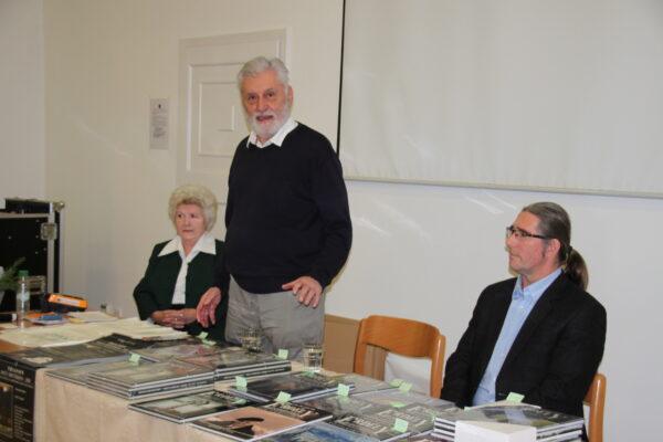 Dr. Raffay Ernő beszél a könyvről ő