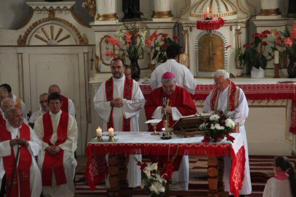 Jakubinyi György szentmisét mutat be Márton Áron emlékére, Csíkszentdomokos, 2019. augusztus 24.