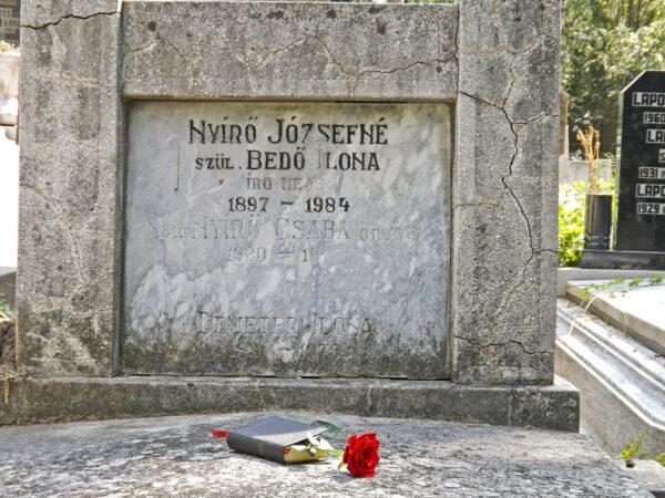 Sírja a Marosvásárhelyi temetőben található...