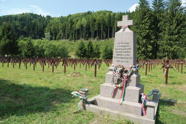 A 10. honvédgyalogezred 1917-ben állított, majd felújított emlékkeresztje