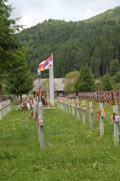 Betonkeresteket állítottak engedély nélkül a dormafalvi románok nemlétező halottaik fölé