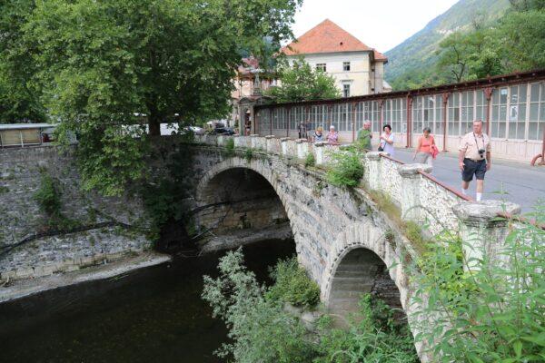 Boltíves híd a Cserna-patak felett