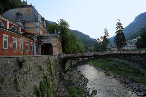 A Maderscpach Károly által tervezett és épített alsókötésű vashíd a Cserna felett