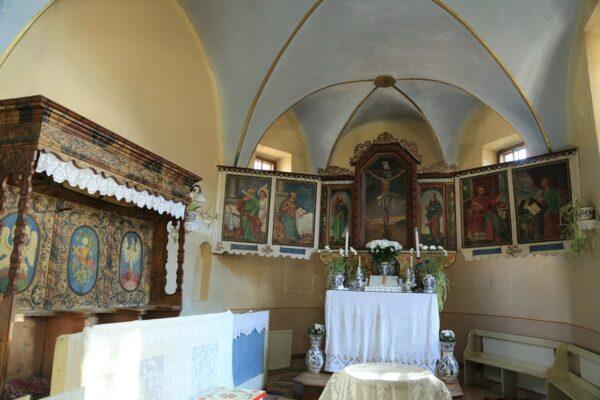 A templom oltára a Mózes-székkel