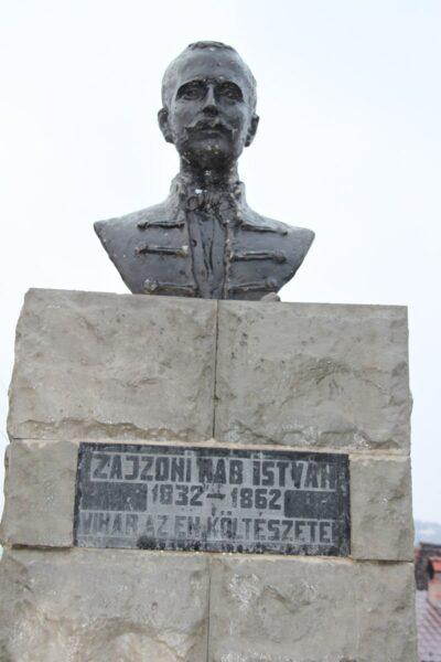 Zajzoni Rab István, csángó költő és néprajzkutató szobra