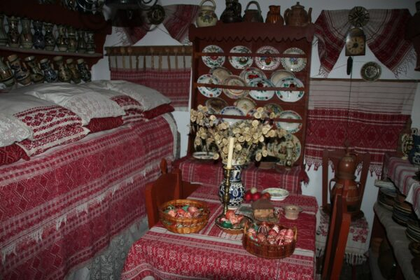 Csángó Múzeum, melynek gyűjtője és tulajdonosa a néhai Papp Margit volt.