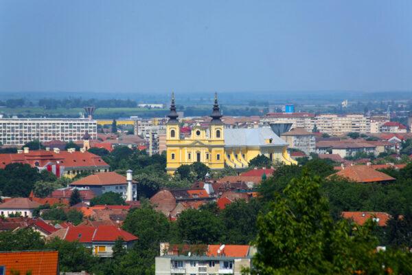 A nagyváradi székesegyház alapkövét 1752. május 1-jén tették le. Forgách Pál püspök Franz Anton bécsi építészt bízta meg a tervezéssel.