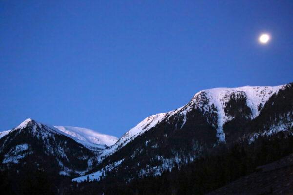 Radnai-havasok - telihold a Gonosz-kő csúcs fölött