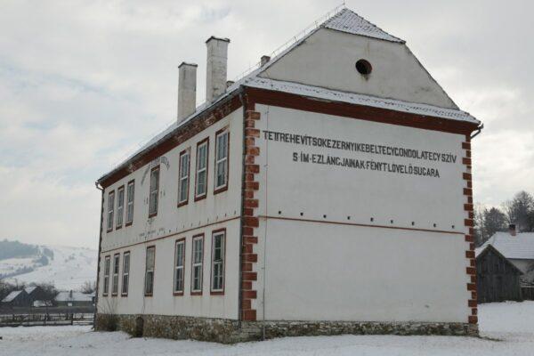 Az üresen álló katolikus iskola