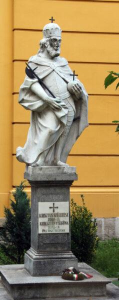 1738-ban a váradi káptalan állíttatta, majd egy ideig el volt ásva, amit Tempfli József püspök 1999-ben újra felállíttatott a bazilika kertjében.