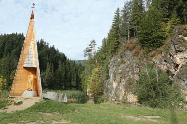 Szent István fa-szobra a Gyilkos-tó partján