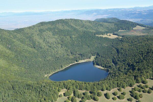A kráter mélyén tündököl a Szent Anna-tó