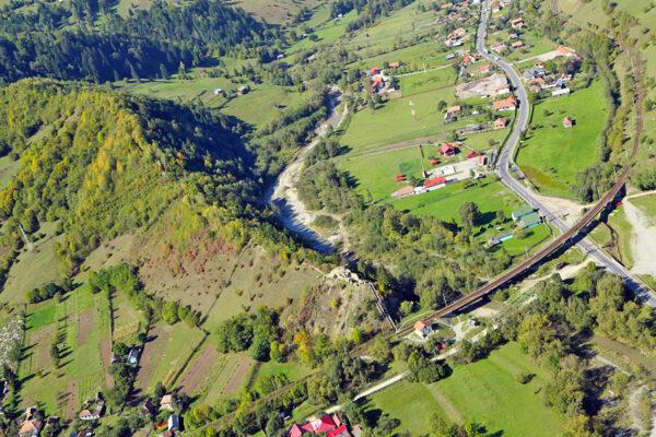 A Tatros, a vasút és az országút kereszteződésénél állt az ezeréves határ a Rákóczi-várral
