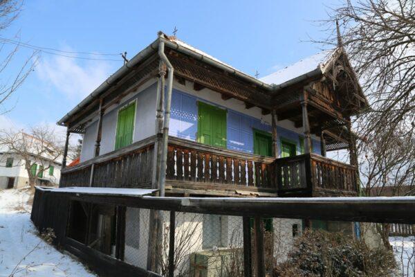 Kászonimpéri körtornácos székely ház