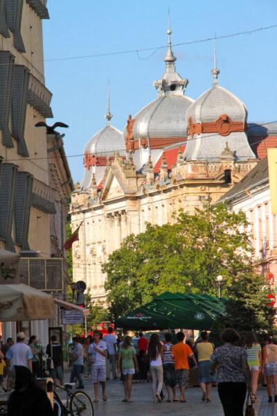 1900-ra készült el ifj. Rimanóczy Kálmán tervei alapján a Pénzügyi Igazgatásügyi palota. Évek óta a homlokzati rész le van takarva, életveszélyes.