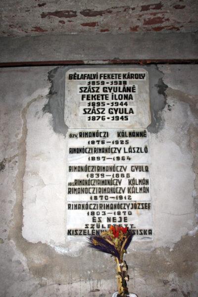 A Rimanóczy-család végső nyughelye. Korábban az olaszi temetőből mentette ki Tempfli József, a temető felszámolásakor.