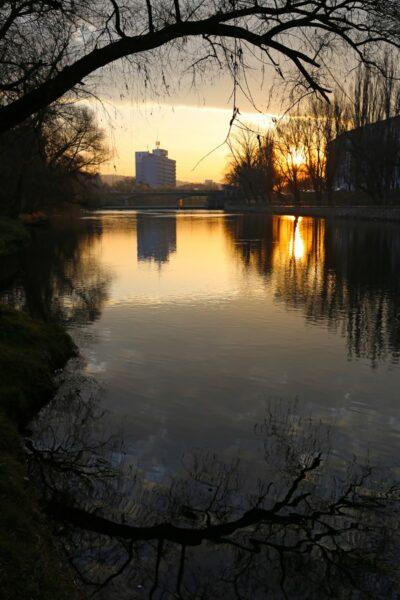 A Garasos-hídról nézve a felkelő nap.