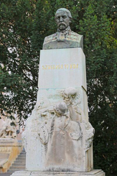 Margó Ede alkotása Szigligeti Edéről. 1912-ben, majd 1945-ben avatták fel a szobrot, mely több helyen is állt a történelem során.