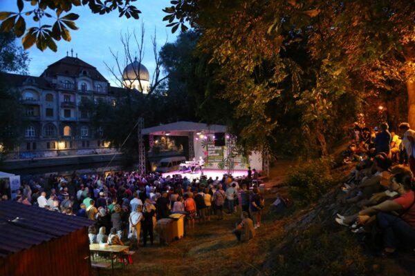 A park zenés esték helyszíne is.