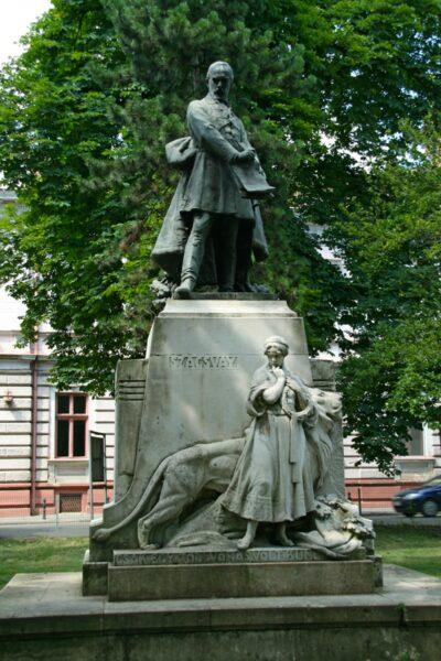 Szacsvay Imre-szobor az emléktéren - 1907 március 15-én avatták fel.