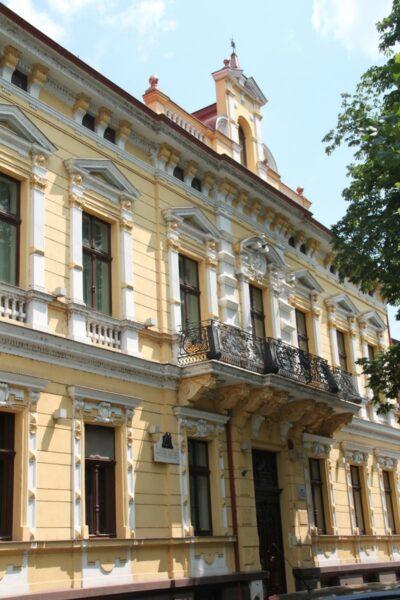 A Rimanóczy Szálló Körösparti oldala, itt volt a legkorábban gőzfürdő. 1904-ben az utcáról külön ajtót nyitottak e célra.